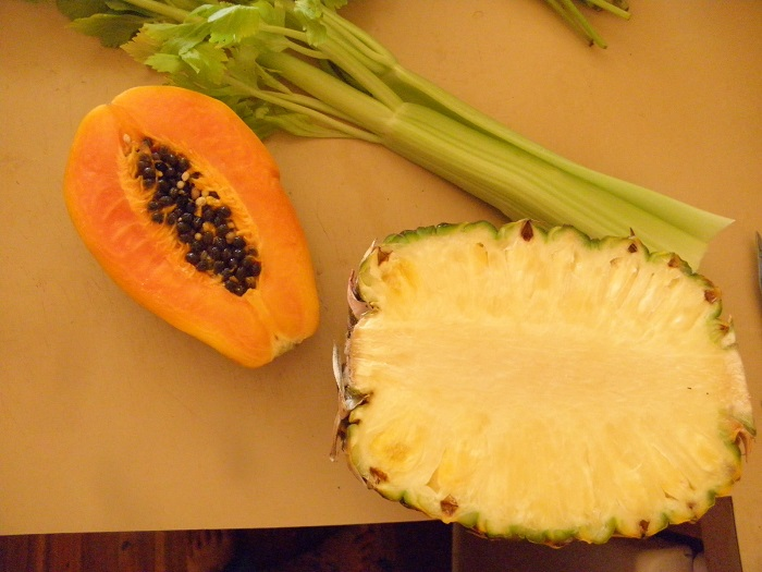 Piña y papaya