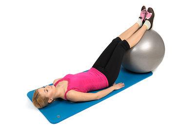 Recostado de bíceps femoral con balón de estabilidad