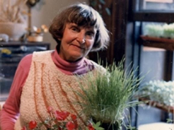 dra. Ann Wigmore con la hierba de trigo